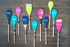 DIY Wooden Spoon Garden Markers - spice up your herb and vegetable garden with these easy DIY wooden spoon garden markers! Smart Kitchen, Old Kitchen, Kitchen Items, Vintage Kitchen, Kitchen Stuff, Kitchen Utensils, Kitchen 2016, Kitchen Decor, Upcycled Crafts