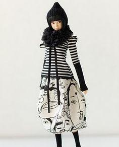 Cute outfit!  Momoko dolls keep calling my name.