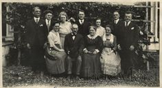 Man on the far left. Old Photos, Weird, History, Fun, Middle, Facebook, Old Pictures, Historia, Vintage Photos