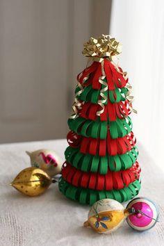 DIY - Árvore de Natal feita com fitas ou papel. Vermelho Verde e Dourado