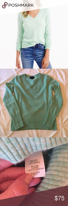 J Crew Green Marled Sweater - Size XXS Seriously warm and soft! Beautiful green sweater from J Crew, 15% cashmere. I bought this on here knowing I am allergic to cashmere but thinking I could wear something with a low % of cashmere. Turns out that's not the case. Very minor pilling. True to size, not big like many J Crew sizes run. Color is most like the third pic. ❌NO TRADES. NO PAYPAL.❌ J. Crew Sweaters V-Necks