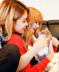 Find images and videos about rose, blackpink and lisa on We Heart It - the app to get lost in what you love. Kim Jennie, Yg Entertainment, Yoonmin, South Korean Girls, Korean Girl Groups, K Pop, Divas, Blackpink Members, 1 Rose