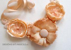 collar de flores de tela - joyas hechas a mano rosas melocotón - tela flor flores - ooak