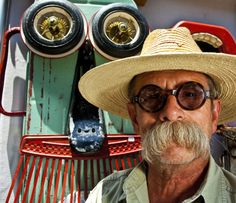 Steve from S.D. Meadows Folk Art Gallery- My fav recycled artist!