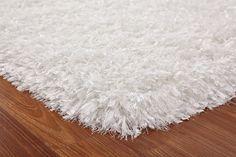 soft white shag rug White Fluffy Rug, White Rug, White Shag Area Rug, Carpet Colors, How To Clean Carpet, Cool Rugs, Rugs On Carpet, Carpets, Colorful Rugs