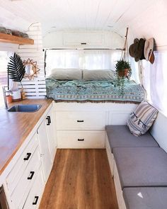 ag + use to be featured! ☮️ 🚌 💯 Posting the best school bus conversions for inspiration 🆒 🚍 Have a Rv Interior, Interior Decorating, Interior Design, Van Home, Van Living, Truck Camper, Diy Camper, Remodeled Campers, Inspired Homes