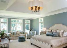Traditional White Master Bedroom Ideas - Adooro esse azul acinzentado para quartos, simplesmente perfeito!