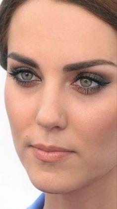Kate Middleton Makeup, Kate Middleton Outfits, Middleton Family, Princess Kate Middleton, Kate Middleton Style, Duchess Kate, Duchess Of Cambridge, Royal Look, Royal Style