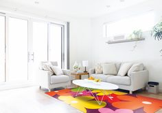 Learn about the best paint colors for small rooms, and get tips on how to use them to make your space look bigger and brighter. Modern Wall Decor, Home Wall Decor, Living Room Modern, Living Room Designs, Humble House, Mismatched Furniture, Modern Color Schemes, Living Room Shelves, White Sofas