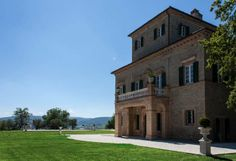 A luxurious, classic and grand villa, with stunning panoramas in Italy