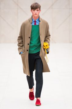 """MENSWEAR: Burberry Prorsum Spring/Summer 2014 Oh, Christopher Bailey, how you never disappoint! Burberry Prorsum's Spring 2014 men's collection inspired by """"writers and painters"""" — in this case,. Burberry Prorsum, Burberry 2014, Fashion Casual, Fashion Show, Mens Fashion, Fashion Design, Fashion Trends, Fashion Menswear, Fashion Gallery"""