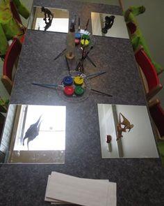 Att utmana barnen (och vuxna ) med att måla på speglar är fantastiskt! #spegelmålning #perspektiv #provokation #skapande #utforskande #reggioemilia #dinosaurier #pedagogik #förskola #kindergarten #preeschool #glömsta #vista #huddinge