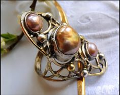 cultured pearls, brass