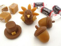 Dollhouse Bake Shoppe: Easy Thanksgiving Cupcake Toppers made from caramels and tootsie rolls Thanksgiving Cupcakes, Thanksgiving Recipes, Fall Recipes, Holiday Recipes, Thanksgiving Decorations, Thanksgiving Prayer, Thanksgiving Appetizers, Thanksgiving Outfit, Cupcake Toppers