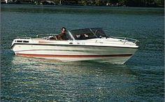 Cramar Stampy - Caminadawerft  CRAMAR STAMPY  Sehr gepflegtes Kabinensportboot, schnell und für Wassersport geeignet. Holz, Polster sind in einem perfekten Zustand. Schiff war immer im Bootshaus. Bootsaufhängung, Badeinsel mit Badeleiter, Cockpitplane, Verdeck, grosse Liegefläche, viel Stauraum.  Bootsplatz am Vierwaldstättersee möglich.