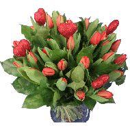 Rode tulpen boeket met hartjes  Vanaf: €16,95