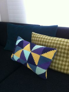 @Nyome O'Shea Boyd How much do you love this crochet pillow?