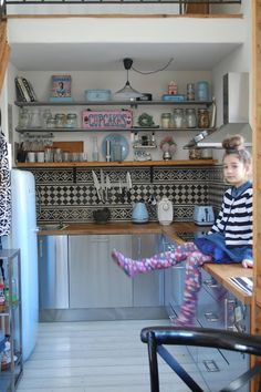 pantone my daughter ;-) in my cottage kitchen Pantone 2016, Wooden Signs, To My Daughter, Loft, Cottage, Bed, Kitchen, Furniture, Home Decor
