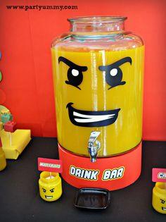 Un drink bar pour un anniversaire sur le thème lego