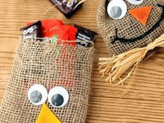 Find DIY Halloween decorations to transform your home into a haunted house or to add simple and spooky touches. Diy Halloween Decorations, Halloween Diy, Eve Game, Show And Tell, Straw Bag, Lunch Box, Tote Bag, Creative, Projects