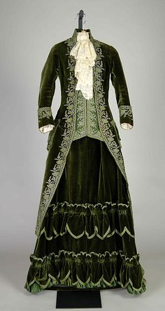 Promenade dress Emile Pingat (French, active Date: ca. 1888 Culture: French Medium: Silk, metallic Credit Line: Brooklyn Museum Costume Collection at The Metropolitan Museum of Art 1880s Fashion, Edwardian Fashion, Vintage Fashion, Steampunk Fashion, Gothic Fashion, Gothic Steampunk, Steampunk Clothing, Antique Clothing, Historical Clothing