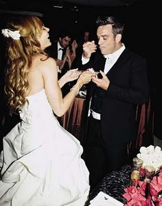 Diario italiano di Robbie Williams: HIGHT QUALITY PHOTOS Celebrity Wedding Dresses, Celebrity Weddings, Robbie Williams, Celebs, Celebrities, Future Husband, Nice Dresses, One Shoulder Wedding Dress, Wedding Day