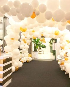 This balloon tunnel at the #WedLuxeShow makes us feel like kids at a fair! And with the gifting suite lying on the other side, we're getting treated like it too! | WedLuxe Magazine | #wedding #luxury #weddinginspiration #luxurywedding #decor #design #events #evendesign #decordesign #balloon