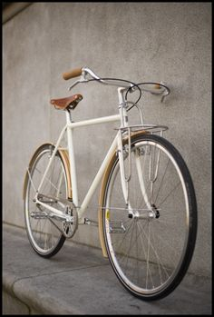 Call me crazy but I want to paint my bike white. - bicicleta