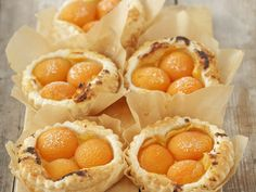 Aprikosen-Vanille-Törtchen aus Blätterteig - smarter - Zeit: 40 Min. | eatsmarter.de