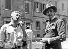 """Dino Risi e l'attore Vittorio Gassman sul set del film """"La marcia su Roma"""" 1962"""