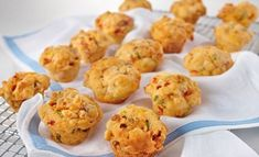 Mini Baked Bean Muffins Recipe - Snacks When they decide to like beans again! Savory Muffins, Healthy Muffins, Mini Muffins, Dinner Recipes For Kids, Healthy Dinner Recipes, Kids Meals, Savoury Recipes, Healthy Muffin Recipes, Baby Food Recipes