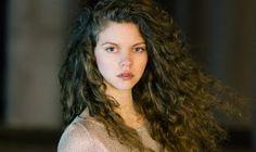 ΠΑΘΑΜΕ ΠΛΑΚΑ! Δείτε πόσο κουκλάρα είναι στην νέα της φωτογράφηση η Έλλη από το Ταμάμ Cyprus News, Dreadlocks, Hair Styles, Movies, Beauty, Hair Plait Styles, Films, Hair Looks, Haircut Styles