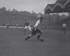 21 year old Nat Lofthouse playing for Bolton (a) to Charlton at The Valley in 1946 Charlton London, Charlton Athletic Football Club, Nat Lofthouse, Bolton Wanderers, Last Man, 21 Years Old, Old English, Retro, Soccer