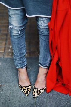 I love Leopard prints,this look with jeans and a red coat.