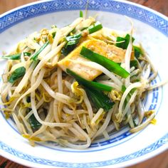 Stir-fried Mung Bean Sprouts, Tofu and Garlic Chives