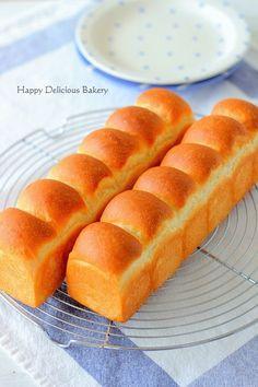 初心者でも簡単につくれるおうちパンをご紹介。主にホームベーカリーを使ってつくるあいりおーさんのレシピブログ公式連載です。 Bread Machine Recipes, Bread Recipes, Danish Bakery, Japanese Bread, Honey Toast, Bread Shaping, Bread Art, Baking Party, Asian Desserts