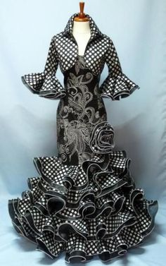 Africa fashion that looks stunning. African Fashion Designers, African Dresses For Women, African Print Dresses, African Print Fashion, Africa Fashion, African Attire, African Wear, African Fashion Dresses, Ethnic Fashion