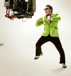 Fans!! Please help me have the #1 Super Bowl commercial this year. It's gonna be #crackinstyle. pic.twitter.com/pvucpUd0