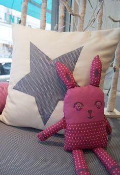 Frou-Frou : Le site d'inspirations et de DIY Blog Couture, Frou Frou, Crossstitch, Creations, Throw Pillows, Crochet, Haberdashery, Universe, Toy
