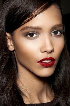 Estos colores también favorecen a las pieles oscuras, como la de esta modelo del desfile de Nina Ricci.