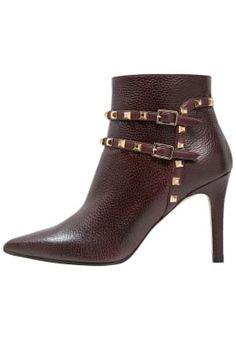 4a346b212140f0 18 imponerende billeder fra BOOTS | Boots, Coast heels og Crotch boots