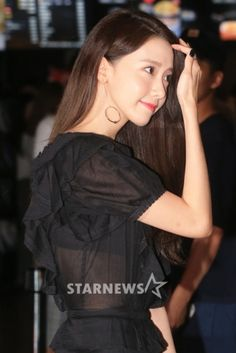 [★포토]윤아, 시원하게 파격적인 시스루 룩! Sexy Asian Girls, Beautiful Asian Girls, Instyle Magazine, Cosmopolitan Magazine, Yoona Snsd, Korean Actresses, Girls Generation, Girl Crushes, Outfit