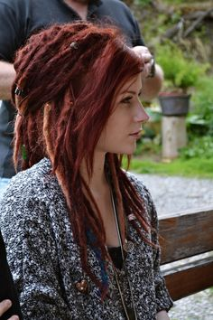 I love dreads, when they suit to someone... like this girl here. I once had even an idea of forest green dreads... but no :D
