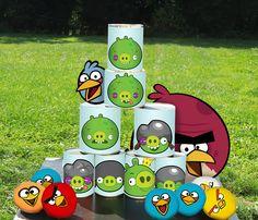Il fait beau, éclatez-vous avec ce Chamboule-tout Angry Birds ! Vous n'aurez besoin que de boîtes de conserve, on vous fournit le reste sur le #blog de www.tous-les-heros.com  #activité #enfants #chambouletout #angrybirds #fun #jeu #extérieur #touslesheros