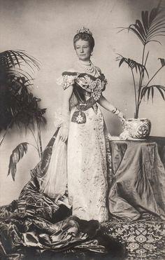 HIRM Empress Auguste Viktoria of Germany née Her Serene Highness Princess Auguste Viktoria of Schleswig-Holstein-Sonderburg-Augustenburg (Dona) Court Dresses, Gala Dresses, Royal Tiaras, Royal Jewels, Princess Victoria, Queen Victoria, Royal Princess, Oldenburg, Belle Epoque
