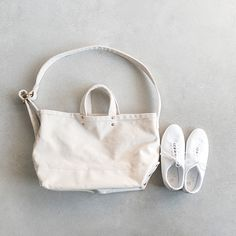 """進学や就職、様々なことが新たに始まる春には、""""バッグ""""も新しいものにチェンジしてみませんか?カジュアル派さんときちんと派さん、それぞれにオススメのバッグを集めました。 今回はトートバッグのように毎日使える物や、デザインや素材に拘った〈デイリーバッグ〉、そしてコンパクトに持ち歩けるショルダーバッグや、ビジネスバッグとしても重宝する〈お出かけバッグ〉などをご紹介します♪"""