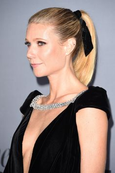 How Gwyneth Paltrow Gives Her Ponytail a Black-Tie Boost