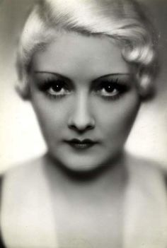 Vintage Hairstyles Simone Cerdan via lauramcphee: - Vintage Glamour, Vintage Beauty, Vintage Eyeliner, 1920 Makeup, 1930s Hair, Movie Makeup, Gibson Girl, Vintage Hollywood, Classic Hollywood