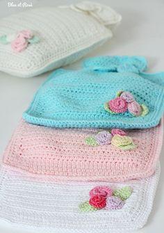 ♥Hot water bottle by bleu et rosè Crochet Cross, Crochet Home, Love Crochet, Crochet Gifts, Beautiful Crochet, Vintage Crochet, Crochet Baby, Knit Crochet, Water Bottle Covers
