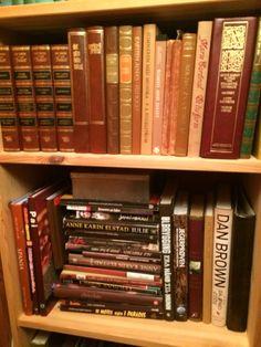 Brune bøker.
